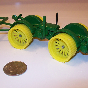 My customized 1/64th scale John Deere D's - Model Cars