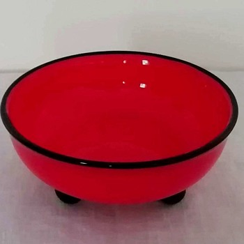 Loetz red tango glass 3 ball feet bowl, around 1915 - Art Glass