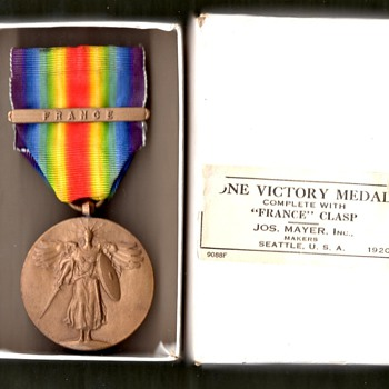 Two US Victory Medals w/France clasps and boxes