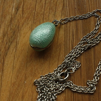 Mintgreen guilloché and enamel egg lavaliere - Fine Jewelry