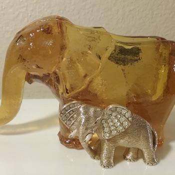 Ciner elephant brooch, Kanawha Glass elephant ashtray  - Art Glass