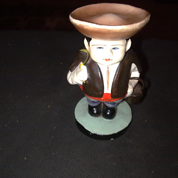 MINATURE FIGURINE OF A MAN ( ANOTHER MYSTERY TO SOLVE ) - Figurines