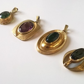 Four Amerik Kordes & Lichtenfeld 1950s/1960s Gold Plated/Glass Pendants - Costume Jewelry