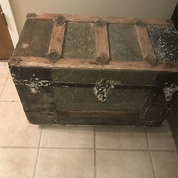 I found this on Craigslist for $25 - Furniture
