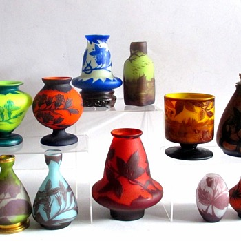 A FEAST FOR THE EYES: A COLLECTION OF SMALL LOETZ/RICHARD VASES - Art Glass