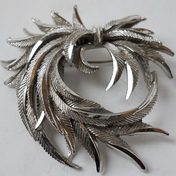 """Vintage SPHINX Feathers Brooch""""A38""""Circa 20 century - Costume Jewelry"""