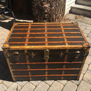 Flat top trunk refinished - Furniture