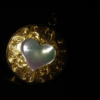 Gold Charm - Music Box wind up with Mother of Pearl Heart - Fine Jewelry
