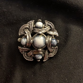Miracle-ish  Scottish brooch - Costume Jewelry