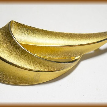 Vintage Goldtone Brooch - Costume Jewelry