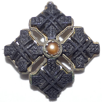 Victorian (1865 ) Celtic Revival Bog Oak and Silver Gilt Brooch/Pendant - Fine Jewelry