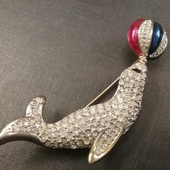 Seal with ball brooch  - Costume Jewelry