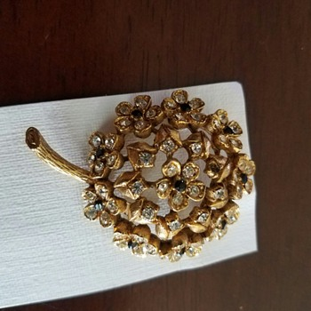 Vintage Gold Tone and Rhinestone Floral Brooch by HAR  - Costume Jewelry