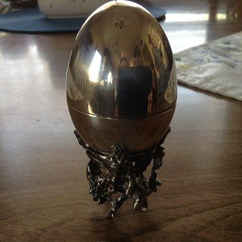 Pure silver egg on cherub stand - Silver
