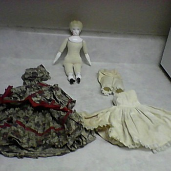 BLONDE CHINA HEAD DOLL AND CLOTHS - Dolls