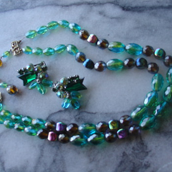 Hobe necklace and matching earrings - Costume Jewelry
