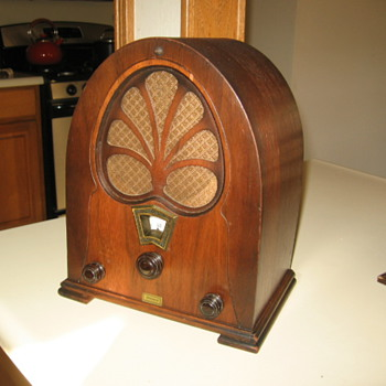 Willard Mini Pee Wee Cathedral Tube Radio