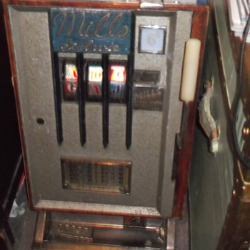 Poker Machine - Coin Operated