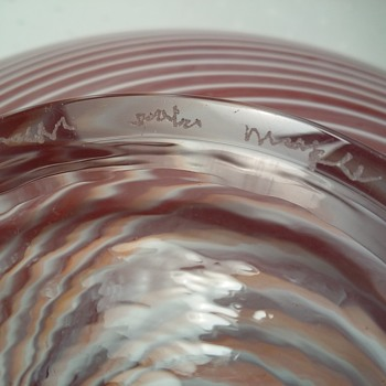Dose anyone recognize this art glass signature?  - Art Glass