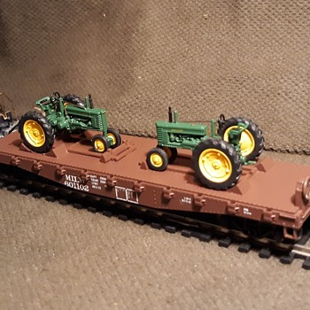 Athearn Ready to Roll John Deere Series Flatcar with Tractors HO Gauge 1/87 Scale 2002  - Model Cars