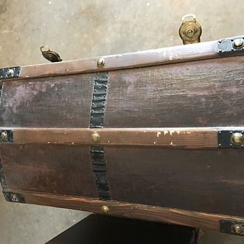 Need Help with Age of Trunk - Furniture