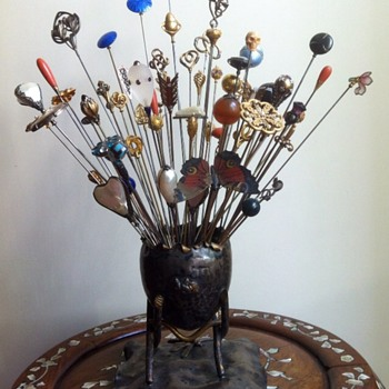 Hat pins, a whole bunch display. - Fine Jewelry