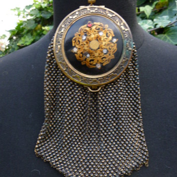 1920s Coin Mesh Compact Purse with a secret compact