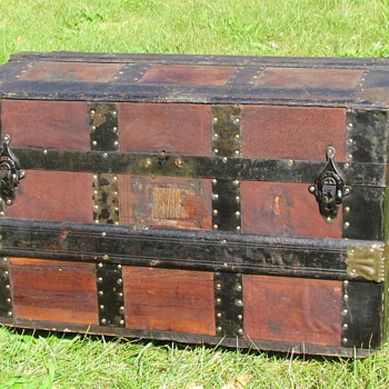 "22"" Leather covered Roll Top Trunk - Furniture"