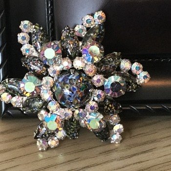 D & E MASQUERADE BROOCH...millefiori—a thousand flowers! - Costume Jewelry
