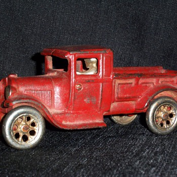 Red Arcade Truck - Model Cars