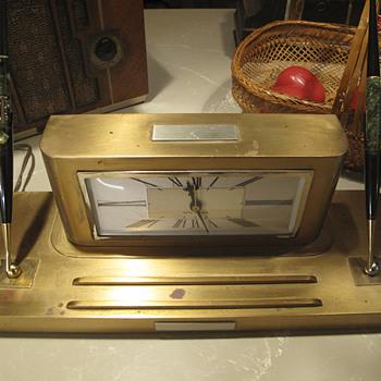 "Smith Metal Arts ""Silver Crest"" Analog Clock model 925, April 1936 - Clocks"