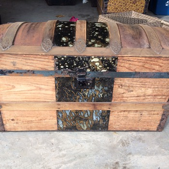Small Trunk - no markings  - Furniture