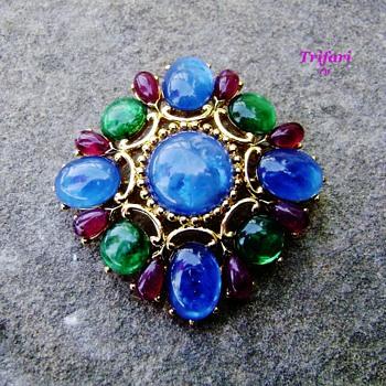 Trifari tm jewels of india brooch - Costume Jewelry