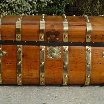 1846 - 1854 Six Brass Band Jenny Lind Antique Trunk - Furniture