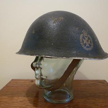 Bermuda Rifles /WWII steel helmet - Military and Wartime