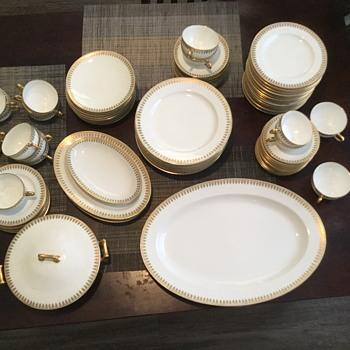 Haviland Limoges Schleiger #891 Green/Gold Leaf China set