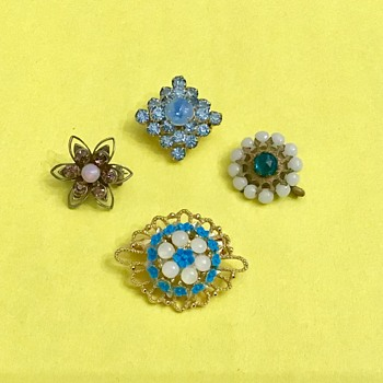 4 small brooches - Costume Jewelry