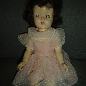 Poor one eyed dolly. - Dolls