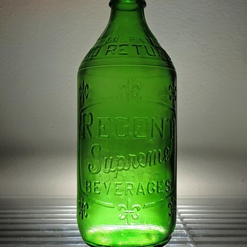 1964 Regent Supreme Beverages Soda Bottle Glenshaw Glass Embossed Green Pint NDNR - Bottles