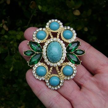 Sarah Coventry Brooch - Maharani - Costume Jewelry