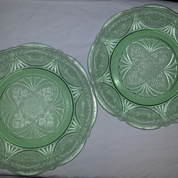 I Love These Gorgeous Green Plates