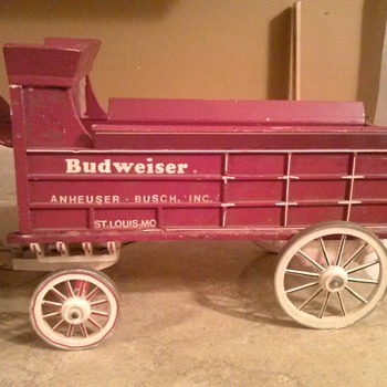 Need help, Budweiser flocked clydesdales and wooden wagon