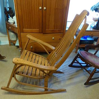 Amish bent oak rocking chair - Furniture