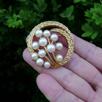 Vintage Trifari Pearl Brooch - Costume Jewelry