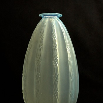 nice  french art deco glass vase ONDULATION by MARIUS ERNEST SABINO - Art Deco