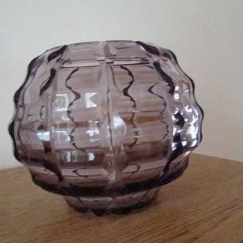 Art deco amethyst vase - Art Glass