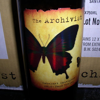 THE ARCHIVIST Red Red Wine 2014 - Bottles