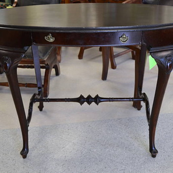 I love this desk. Can anyone tell me more about it?