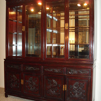 CHINESE THEMED CHIPPENDALE ROSEWOOD DISPLAY CABINET - Furniture