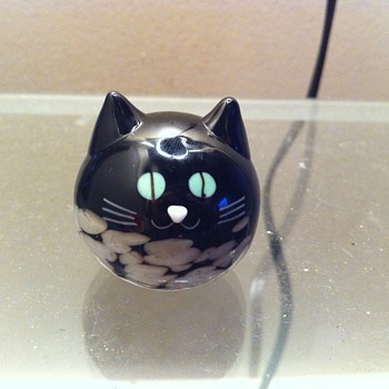 Round Black & White Glass Cat Figurine  - Figurines